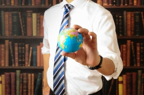 Businessman who has the earth, bookshelf background
